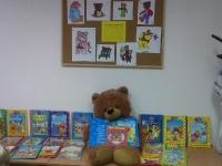 Obchody Dnia Pluszowego Misia w bibliotece szkolnej